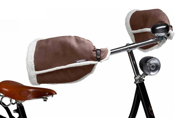 Handwarmers van Basil voor op de fiets